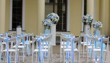 Оформление свадьбы в нежных оттенках сапфира.